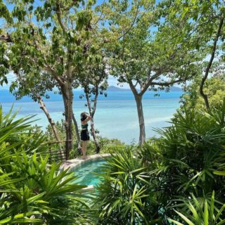 Life is better by the beach!  📷 by @newneuu 🙏 Thank you for choosing Kamalaya for your special day. ❤️  #nature #recharge #rebalance #WellnessSanctuary #RediscoverSamui #KohSamui #RetreatSpace #KamalayaKohSamui