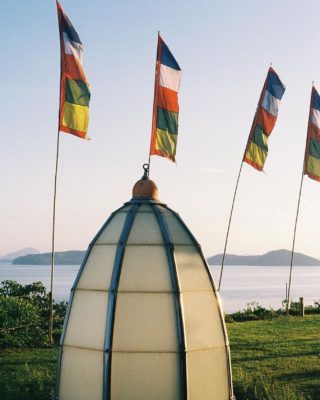 Whenever the wind blows, it carries the prayer with it to spaces beyond.  📷 Nicely captured by @b.lostinlife Thank you 🙏😌♥️  #WellnessSanctuary #YantraHall #Wellness #Meditation #RetreatSpace #Flags #Seaview #Heal #SeeyousoonSamui #RediscoverSamui #SamuiPlus #KohSamui