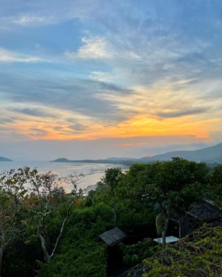 At the end of the day, this is exactly what we need.  📷 nicely captured by @travelingwithstyle_ 🙂🙏   #kamalayakohsamui #sunset #oceanview #rediscoversamui #thailand #stunning #KohSamui #treatyourself #beautifulview #hilltop #WellnessSanctuary #SamuiPlus