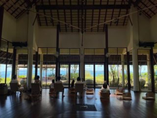 How delightful to start your day meditating 🧘♀️ in togetherness with such a view!  📸 Nicely captured by @gypsyamazon 🙏♥️  #WellnessSanctuary #RediscoverSamui #Samuiplus #Gratitude #SharingisCaring #Nurturing #Meditating #YantraHall #MorningMeditation